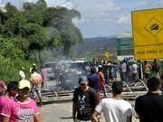 An der Grenze zwischen Brasilien und Venezuela sollen nach Ausschreitungen nun auch brasilianische Soldaten für Ordnung und Sicherheit sorgen. (Bild: KEYSTONE/EPA EFE/GERALDO MAIA)
