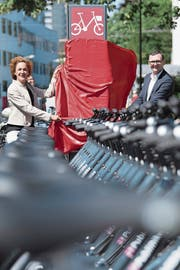 Die Berner Stadträtin Ursula Wyss bei der Eröffnung des Verleihsystems Ende Juni. (Bild: Peter Schneider/Keystone (Bern, 28. Juni 2018))