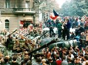 Mit dem Einmarsch der Truppen des Warschauer Paktes in der Tschechoslowakei wurde vor 50 Jahren der Prager Frühling, der Versuch «einen Sozialismus mit menschlichem Antlitz» zu schaffen, gewaltsam niedergeschlagen. (Archivbild: KEYSTONE/AP Photo/Libor Hajsky/CTK)