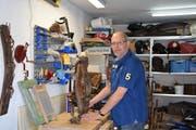 In seiner Garage verarbeitet Martin Warth auch die Abfälle aus der Suche von Daniela Wiesli. (Bilder: Tobias Bruggmann)