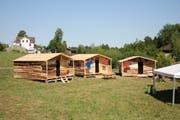 Insgesamt 15 solcher Hütten haben die rund 130 Teilnehmenden an einem Tag aufgebaut. (Bild: Emilie Jörgensen)