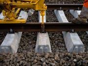 Die Gleisarbeiten zwischen Luzern und Ebikon dauern länger als erwartet. Die Pendler mussten sich nach dem Montag auch am Dienstag in Geduld üben. (Bild: Martin Ruetschi/Keystone)