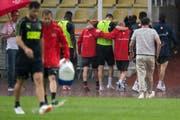 Granit Xhaka wird Ende Mai in Lugano verletzt vom Platz geleitet. (Bild: Keystone)