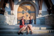 Seit zwei Jahren arbeiten Pfarrerin Kathrin Bolt (links) und Regisseurin Barbara Bucher am Theaterstück «Schall und Rauch». (Bild: Urs Bucher)