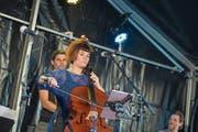 Eine ausgelassene Stimmung herrschte am ersten Abend der Jazz Night. Im Bild «Africana18+» auf der Bühne Fischmarkt. (Bild: Maria Schmid (Zug, 23. August 2018))