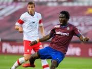 Koro Koné hat den Ball kurz vor seinem ersten Treffer fest im Blick (Bild: KEYSTONE/MARTIAL TREZZINI)
