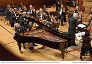 Der Pianist András Schiff und Dirigent Bernard Haitink bei ihrem Auftritt im KKL. (Bild: Peter Fischli/LF (Luzern, 23. August 2018))