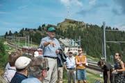 Karl Bucher, Verwaltungsratspräsident der Rigi Bahnen AG, bei seinem Referat auf Rigi Staffel. Bild: Dominik Wunderli (23. August 2018)
