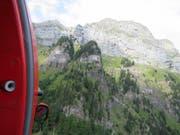 In diesem Gebiet zwischen dem Hinterrugg und Walenstadt SG ist am Donnerstag ein 37-jähriger Wingsuit-Pilot aus Polen zu Tode gestürzt. (Bild: Kantonspolizei St. Gallen)