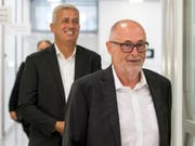 SFV-Präsident Peter Gillieron (rechts) und Nationalcoach Vladimir Petkovic gestehen Fehler ein (Bild: KEYSTONE/PETER SCHNEIDER)