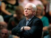 US-Senator John McCain leidet an einem aggressiven Hirntumor. Aufgrund des fortgeschrittenen Krankheitsverlaufes hat er sich entschieden, auf eine weitere medizinische Behandlung zu verzichten. (Bild: KEYSTONE/AP/MATT YORK)