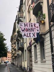 «Hier wohnt Alex»: Eine liebevolle Hommage an einen der ganz grossen Hits der deutschen Punkrocker an der Neustadtstrasse in der Stadt Luzern. (Bild: Michael Graber)