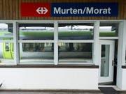 Der Bahnhof Murten wurde am Samstagabend für über eine Stunde evakuiert. (Bild: KEYSTONE/PETER SCHNEIDER)