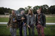 Nick, Ralf, Pascal und Gin (von links) sähen die Toten Hosen viel lieber in einem Keller spielen. (Bild: Corinne Glanzmann)
