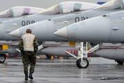 Schwierige Suche nach dem Nachfolgemodell für den F/A 18 der Schweizer Luftwaffe. Bild: Urs Flüeler/Keystone (Buochs, 14. Mai 2014)