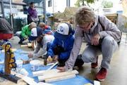 Die Kinder konnten ein Holzschiff basteln. (Bild: Werner Schelbert (25. August 2018))