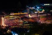 Da rockt sie, die Allmend: An die 50000 Fans feierten am Samstag mit den Toten Hosen.Bild: Philipp Schmidli (25. August 2018)