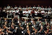 An die hundert Chorsängerinnen und Chorsänger fanden sich bei «Liechtenstein singt» zusammen. (Bild: Daniel Ospelt)