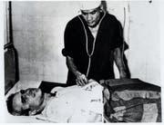 John McCain war Gefangener in a Hanoi, Vietnam. Das Bild stammt aus dem Jahr 1967. (KEYSTONE/AP Photo/Str/Handout)