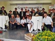 Das OK und das Eventteam, welche für den Anlass am Sarner Wochenmarkt verantwortlich zeichneten, sowie die Jagdhornbläser Obwalden, die den Anlass musikalisch untermalten. (Bild: PD)