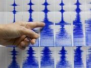 Das Beben im Westen des Irans erreichte laut Angaben der US-Erdbebenwarte eine Stärke von 6,0 auf der Richterskala. (Bild: KEYSTONE/AP/STR)