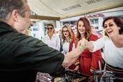 Am Weinfelder Kulturenfest ist die Stimmung zwischen Besuchern und Standbetreibern sehr herzlich. (Bild: Andrea Stalder)
