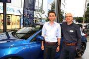 Philipp Voney von der gleichnamigen Garage (links) und Marc Brunner, Marketingchef von Ford Schweiz. (Bild: Philipp Stutz)