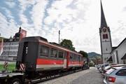 Adieu Appenzellerland: Diesem Triebwagen bleibt die Verschrottung erspart, per Lastwagen gelangt er nach Österreich. (Bild: PD)