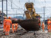 SBB-Mitarbeiter beim Schienenausbau im Bahnhof Konolfingen BE. (Bild: KEYSTONE/MARCEL BIERI)