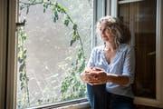 Michèle Minelli in ihrem Wohnzimmer im Thurgauischen Iselisberg. (Bild: Andrea Stalder)