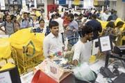 Gedränge am Eröffnungstag an den Kassen der ersten Ikea-Filiale in Hyderabad. (Bild: Udit Kulshrestha/Bloomberg; Hyderabad, 9. August 2018)