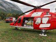 Mit 1200 Litern Wasser löschte die Rega mit der Feuerwehr Sennwald das Feuer auf der Alp Rohr. (Bild: PD)