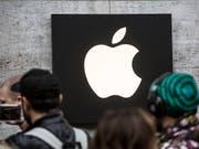 Die neuen iPhone-Geräte von Apple werden laut einem Medienbericht im Design des Modells X in drei Grössen lanciert. (Bild: KEYSTONE/EPA/OMER MESSINGER)