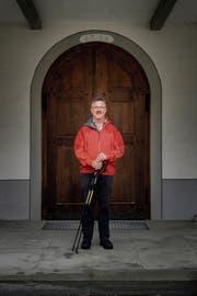 Bevor Eugen Wehrli regelmässig durch die Gruber Kirchtüre tritt, schnürt er die Wanderschuhe und nimmt den Jakobsweg unter die Füsse. (Bild: Michel Canonica)