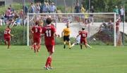 Im Gegensatz zum Aufstiegs-Spiel im Juni gegen Bütschwil (rot) blieb den Wattwilern (gelb-schwarz) gegen Bronschhofen ein Tor verwehrt. (Symbolbild. Walter Züst)