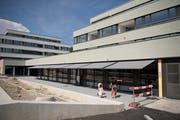 Die neue Überbauung Lindaupark in Rothenburg bietet Raum für Wohnungen und Läden. (Bild: Corinne Glanzmann, 23.August 2018)