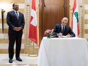 Will eine würdevolle Rückkehr der Flüchtlinge nach Syrien: Bundespräsident Alain Berset mit dem libanesischen Premierminister Saad Hariri (links) in Beirut. (Bild: KEYSTONE/PETER KLAUNZER)