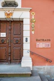 Geschlossene Türen gibt es selten: Die Gemeindeoberhäupter stehen für Gespräche unter vier Augen bereit, die Rahmenbedingungen unterscheiden sich hingegen. (Bild: Urs Bucher)