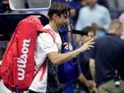 David Ferrer verlässt verletzt den Centre Court nach seinem letzten Grand-Slam-Spiel der Karriere (Bild: KEYSTONE/AP/JULIO CORTEZ)