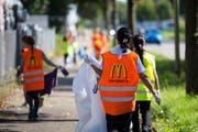 Am Wochenende führen die McDonald's-Filialen an der Thurau und in Rickenbach Aufräumaktionen durch. (Bild: PD)