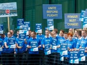 Ryanair-Piloten in Italien erhalten Tarifvertrag. (Bild: KEYSTONE/EPA/RONALD WITTEK)