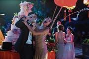 Dekadenz pur: Singapur hat weltweit die am schnellsten wachsende Anzahl Milliardäre. Partys für mindestens 20 Millionen Dollar sind keine Seltenheit. (Bilder: Warner Bros.)