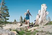 Wenn Andrea Huser losrennt, kann ihr bezüglich Ausdauer kaum jemand das Wasser reichen. Über 100 Kilometer auf «Trails» zu rennen, ist für sie ein Klacks.