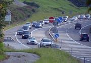 Dasselbe Bild meist auch auf der A8 zwischen Sarnen und Alpnach beziehungsweise Lopper. (Bild Markus von Rotz)