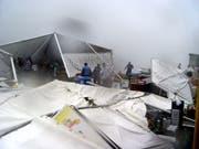 2011 bracht ein heftiges Gewitter das Festzelt am Allweg-Schwinget zum Einstürzen. (Bild: Franz Niederberger)