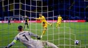 Guillaume Hoarau von den Young Boys verwandelt einen Penalty. (Bild: EPA/ANTONIO BAT (Zagreb, 28. August 2018))