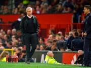 José Mourinho ist nach der Niederlage gegen Tottenham leicht angesäuert (Bild: KEYSTONE/EPA/PETER POWELL)