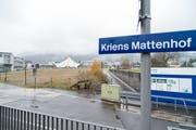 Beim Bahnhof Mattenhof in Kriens sollen unter anderem beide Perrons verlängert werden. (Bild: Roger Grütter (1. Dezember 2014))