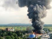 Die Ermittlungen zur Ursache des Grossbrandes im Europapark Rust sind eingestellt worden. Nach Einschätzung der Staatsanwaltschaft gibt es keine Hinweise auf Brandstiftung oder ein sorgfaltswidriges Handeln. (Bild: KEYSTONE/EPA/CHRISTINE GUERTLER)