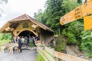 ...und die alte, wieder in den Originalzustand versetzte Brücke. (Bilder: Roger Grütter, (Kriens 2. Juni 2016))